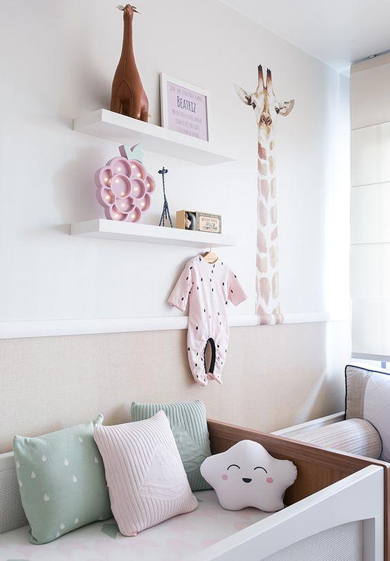 Quarto de bebe retro rosa e verde
