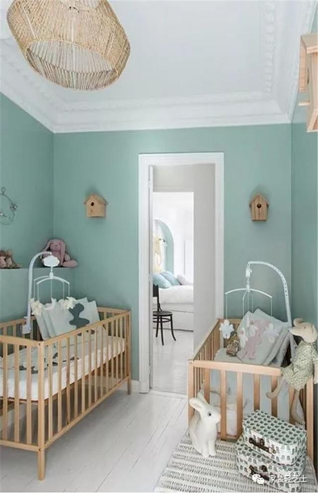 Quarto de bebe retro verde com berço de madeira