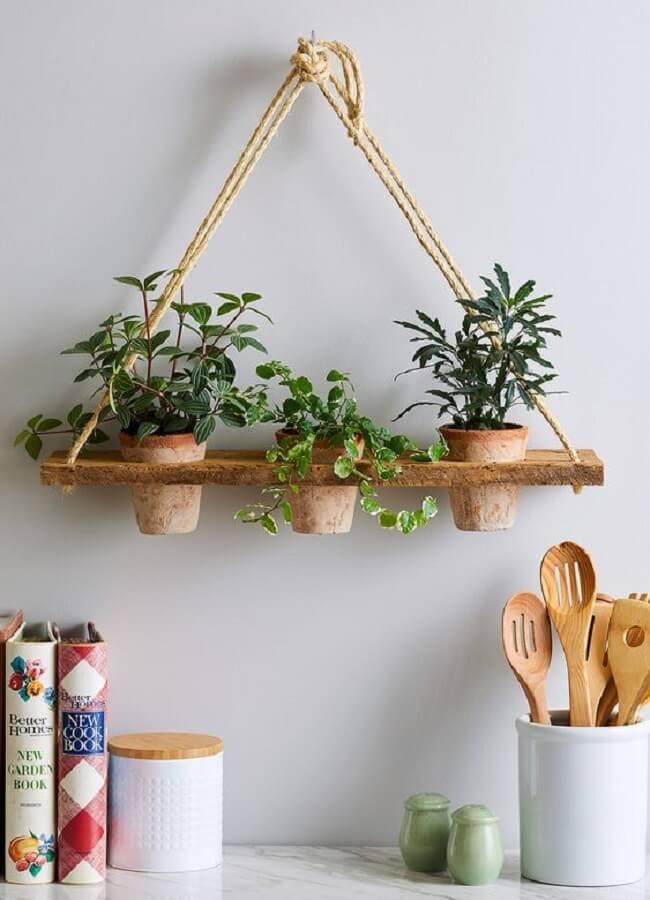 Que tal cultivar seus temperos preferidos na prateleira de corda na cozinha? Fonte: Pinterest