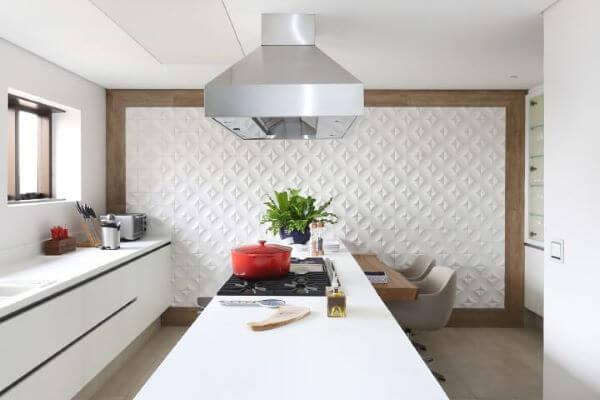 Revestimento 3D para cozinha branca com armários da mesma cor