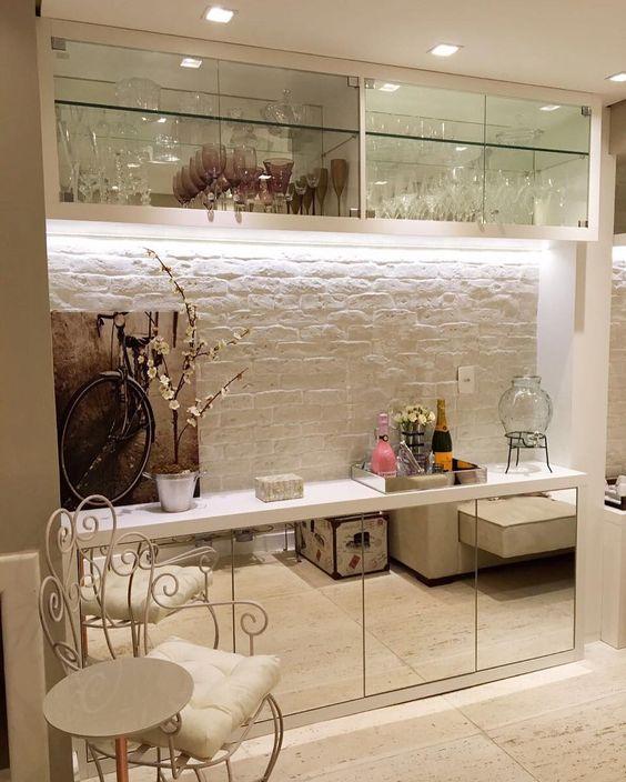Revestimento 3D para cozinha com armários de vidro