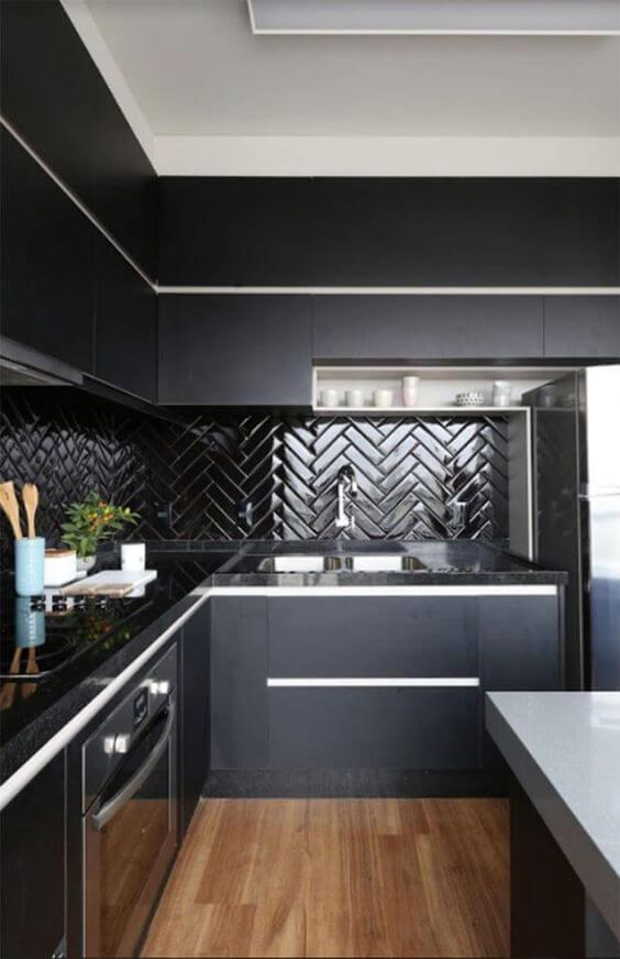 Revestimento 3D para cozinha preta e moderna