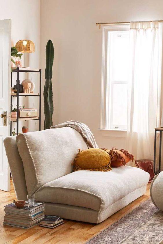 Sala com poltrona cama cinza