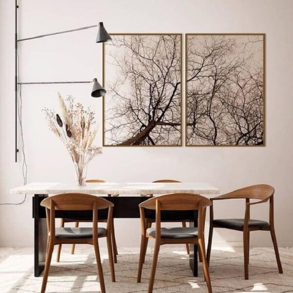Sala de jantar decorada com mosaico de quadros. Fonte: Pinterest