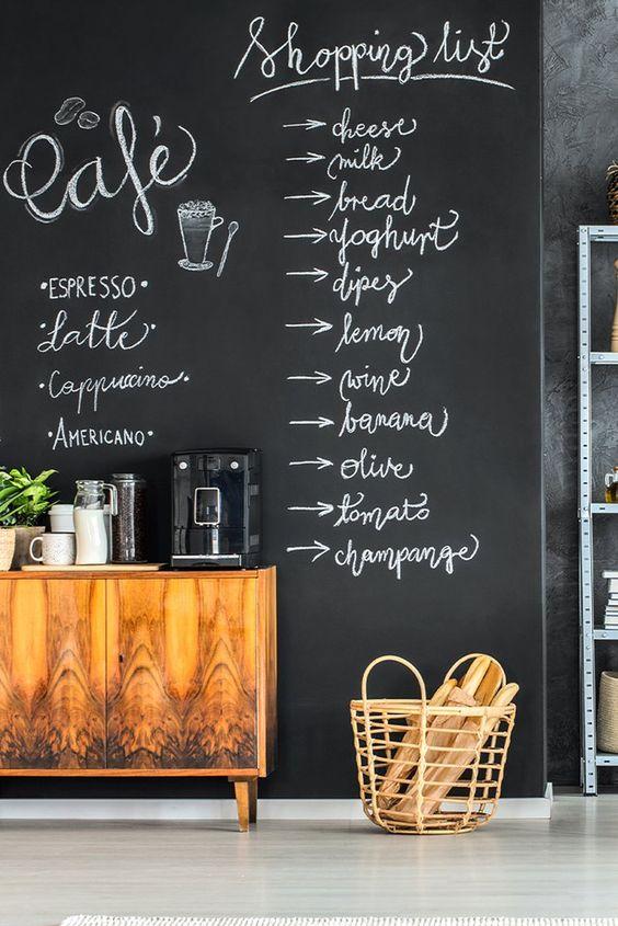 Tinta lousa preta para sala de estar com cantinho de café