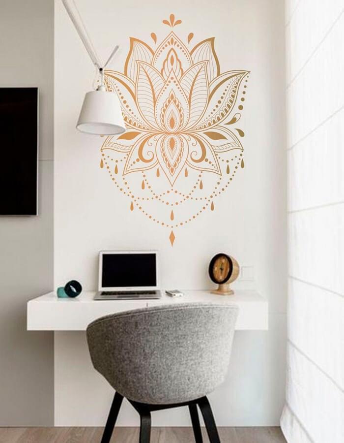 Use adesivos na parede para transformar o cantinho do home office. Fonte: Etsy