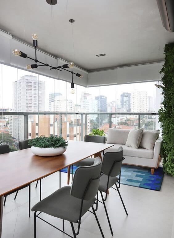 Varanda de apartamento com piso de cerâmica para área externa cinza