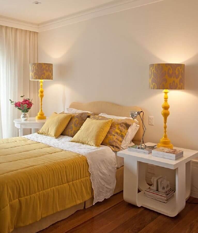 abajur para decoração de quarto bege e amarelo Foto Jeito de Casa