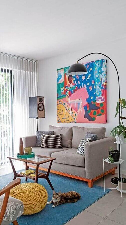 almofadas decorativas para sala de estar decorada com sofá pequeno e quadro grande colorido Foto Pinterest
