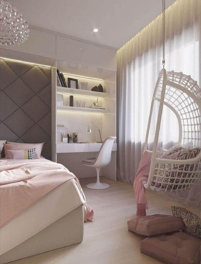 balançoire suspendue pour la décoration de chambre de femme moderne grise et rose Foto Home Fashion Trend