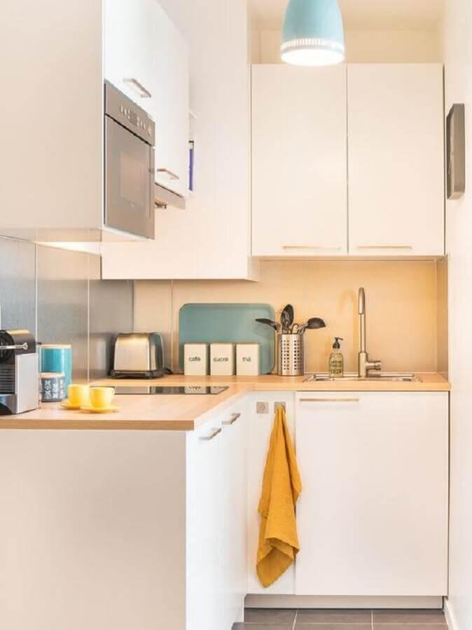 balcão de canto de madeira com pia e cooktop para decoração de cozinha branca pequena Foto Behance