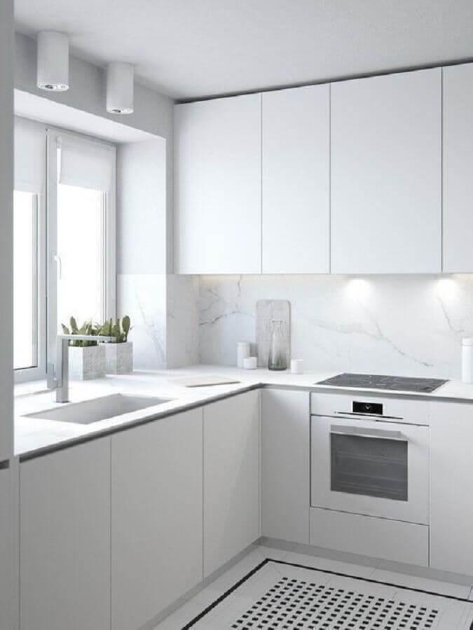 balcão de canto para cozinha branca com decoração minimalista Foto Behance