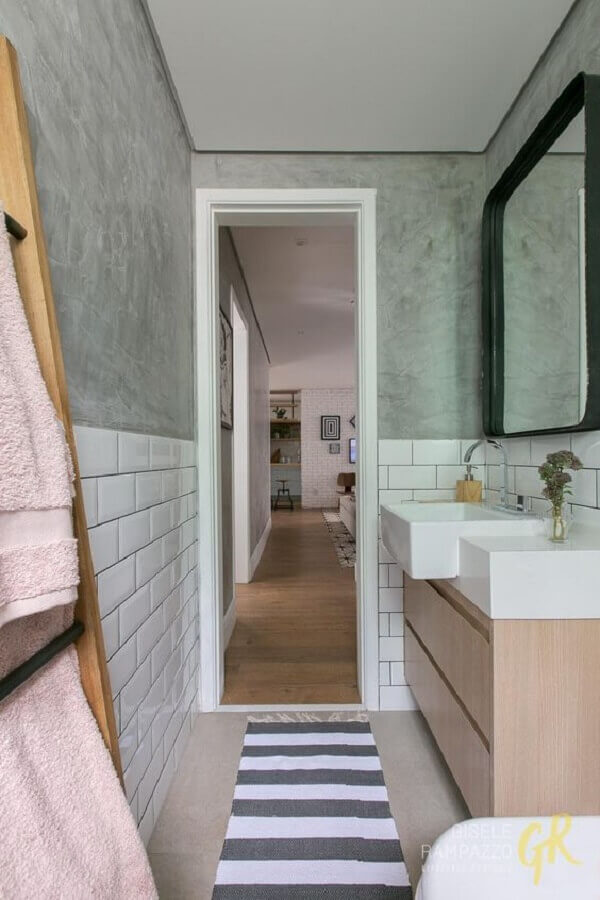 banheiro cimento queimado pequeno decorado com metro white  Foto Jeito de Casa