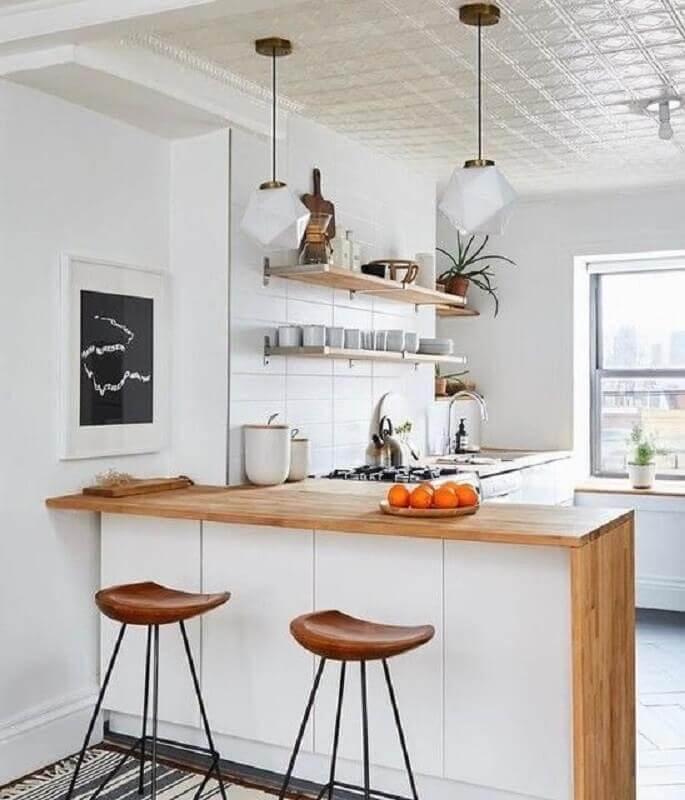 banquetas para decoração de cozinha com balcão de madeira Foto Apartment Therapy