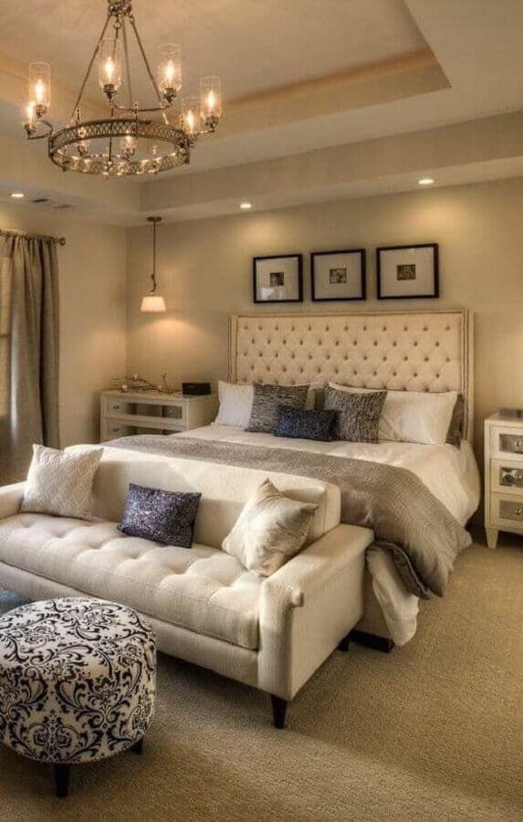 cabeceira capitonê para decoração de quarto de casal bege sofisticado Foto Jeito de Casa