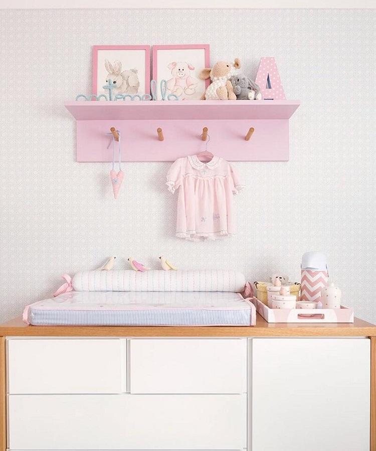 porte-manteau mural rose pour la décoration de la chambre de bébé Foto Karen Pisacane