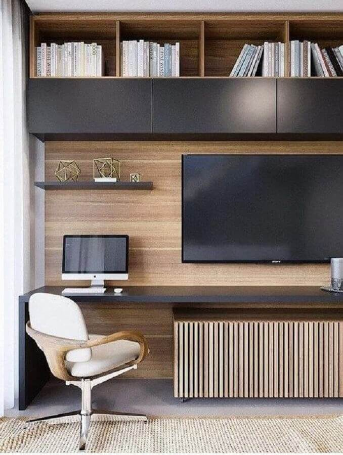 cadeira de estudo moderna e confortável para sala de TV planejada com bancada de estudo Foto TheUnstitchd