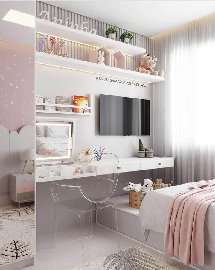 cadeira decorativa para quarto feminino branco decorado com bancada suspensa planejada Foto Pinterest