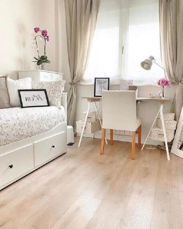 cadeira para quarto feminino decorado com escrivaninha cavalete Foto El Mueble