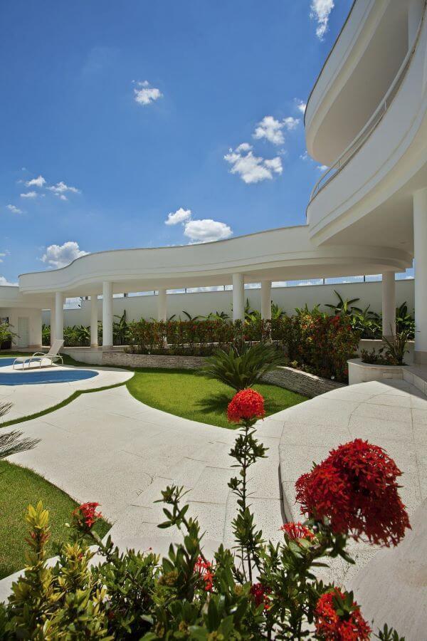 Cerâmica para área externa com piscina