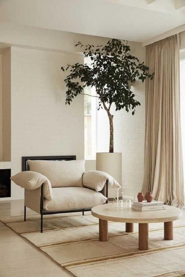 cores neutras para decoração de sala com mesa de centro redonda de madeira Foto Histórias de Casa