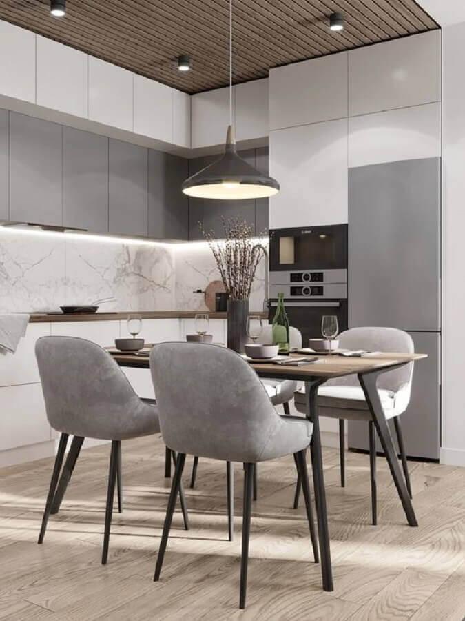 cozinha planejada moderna decorada com cadeira de jantar cinza Foto Yandex
