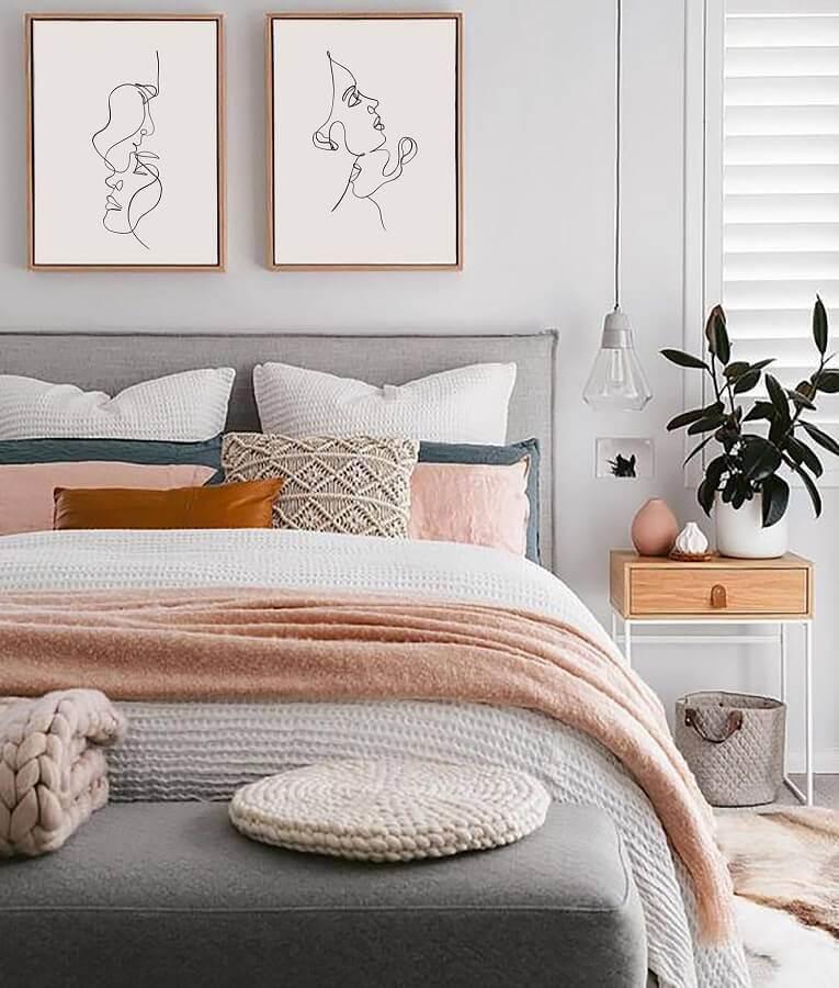 Table de chevet de style industriel pour la décoration de la chambre de la femme grise Photo Home Story