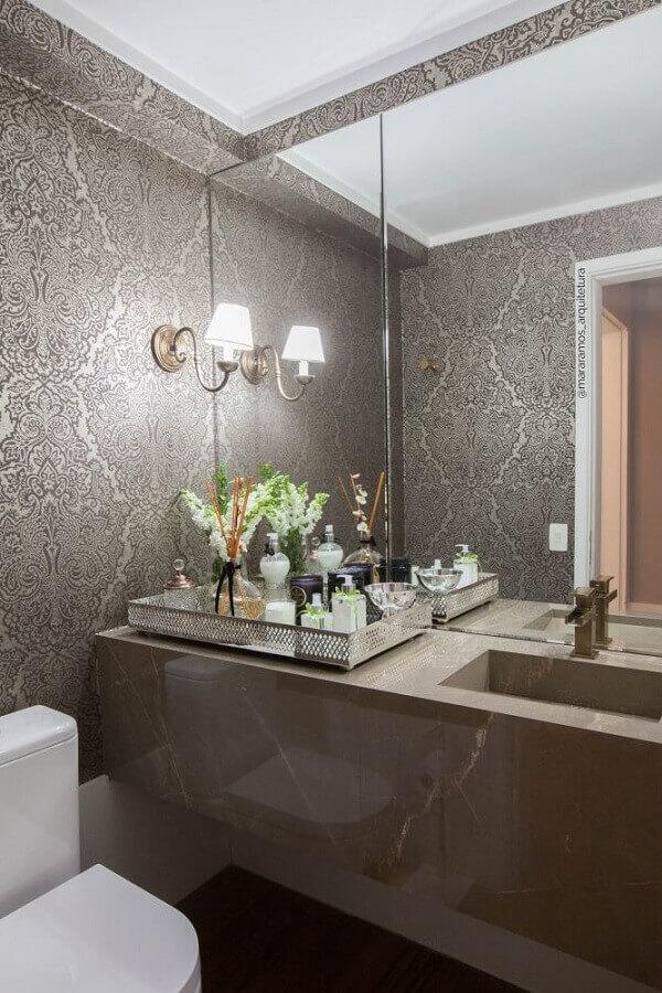 decoração clássica com luminária de parede para lavabo sofisticado Foto MaraRamos Arquitetura e Design