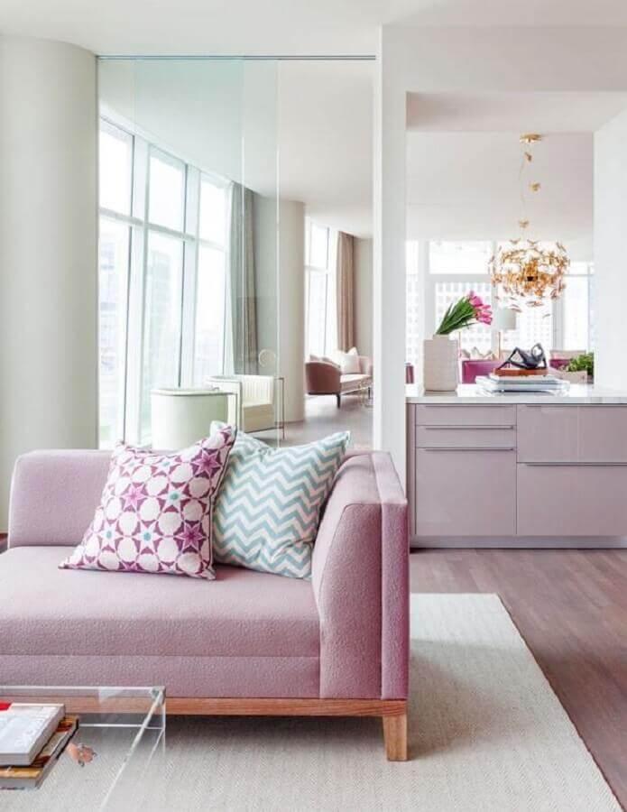 decoração clean com almofadas coloridas para sala branca e rosa Foto ArqDrops