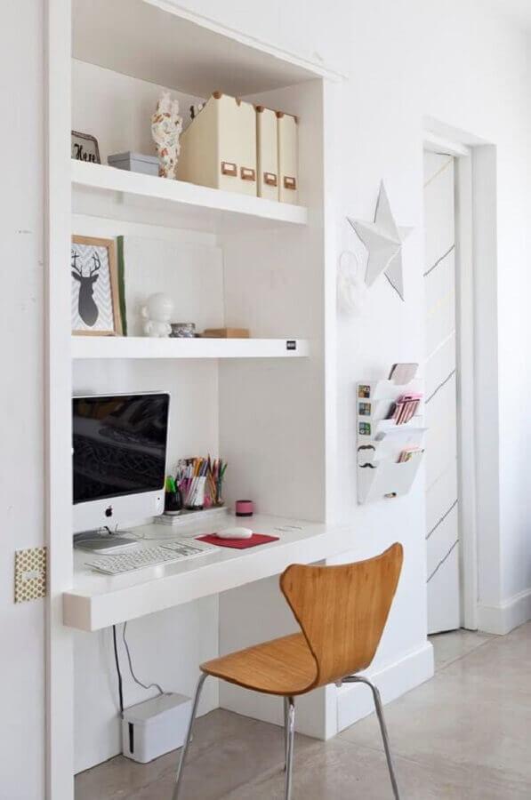 decoração clean com cadeira de estudo simples e bancada suspensa branca Foto Pinterest