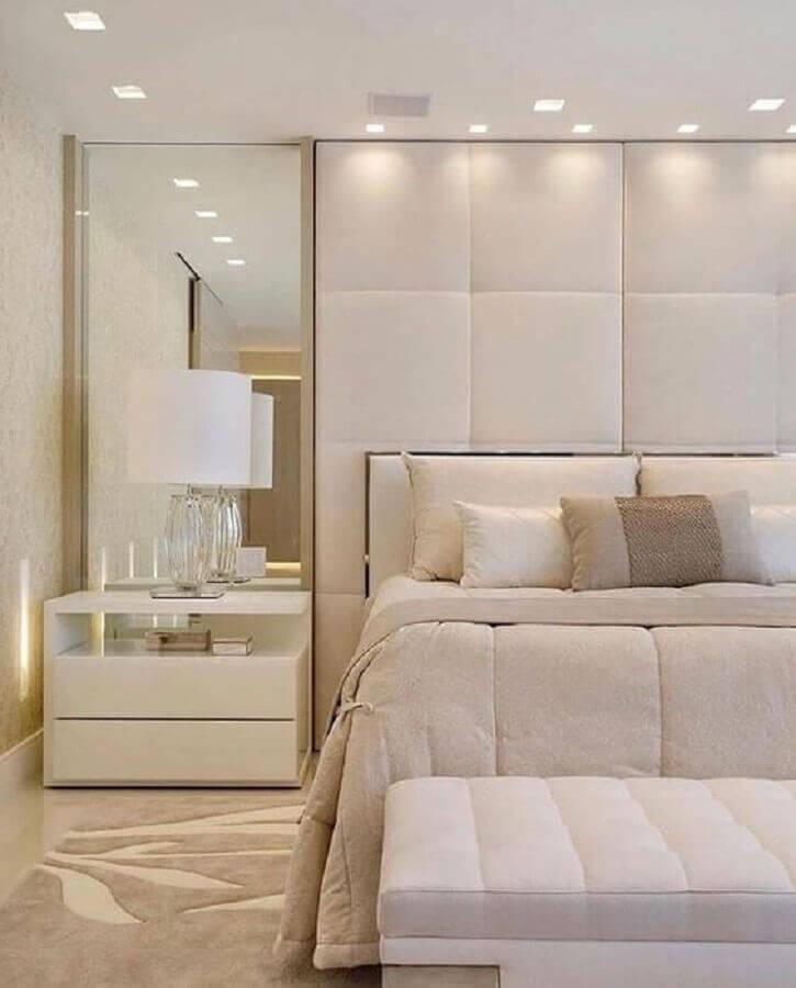 decoração clean para quarto bege com parede estofada Foto Jeito de Casa