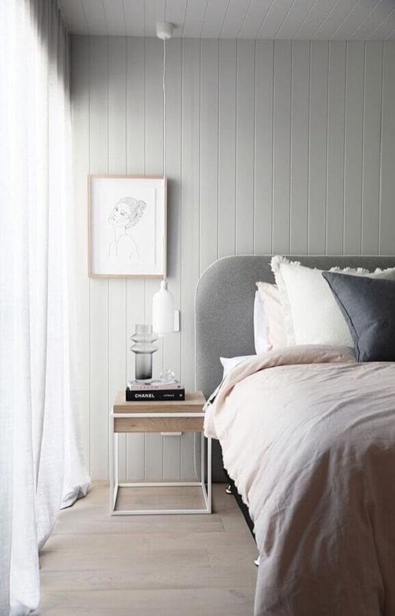 decoração clean para quarto com criado mudo de ferro e madeira  Foto Home Fashion Trend