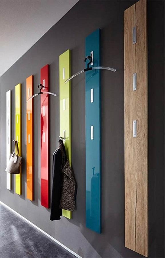 décoration colorée avec porte-manteau mural en bois Foto Pinterest