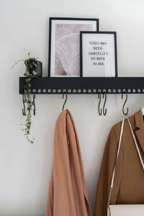 décoration avec porte-manteau mural avec étagère pour cadres Foto Pinterest