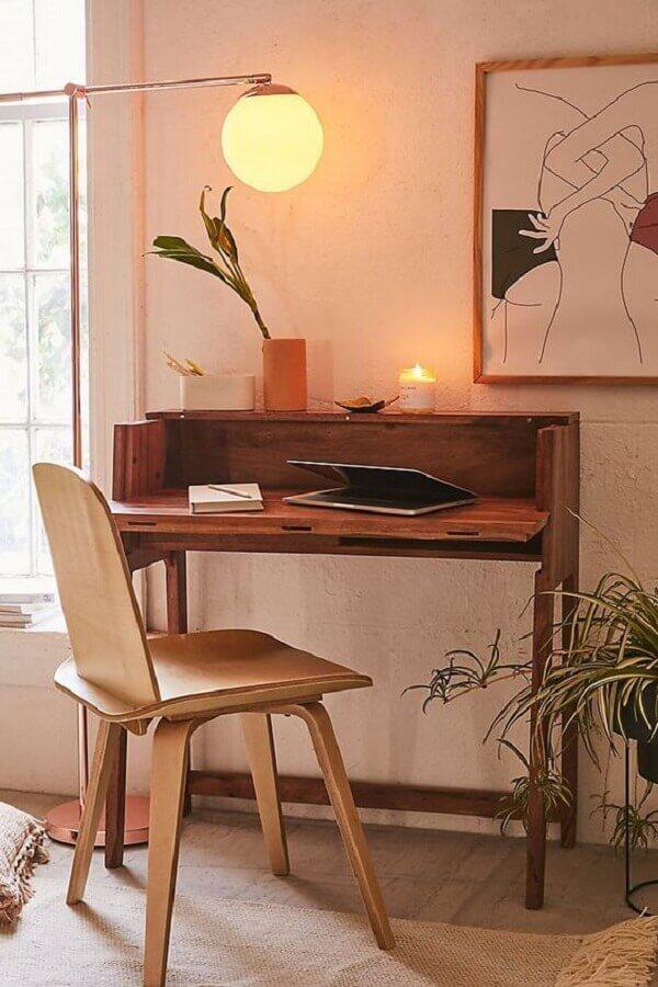 decoração com escrivaninha pequena e cadeira de estudo simples Foto Pinterest
