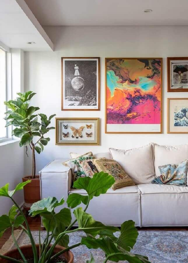 decoração com quadros na parede da sala de estar branca Foto Histórias de Casa
