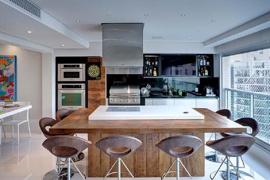decoração de área gourmet moderna com ilha grande e churrasqueira Foto Pinterest