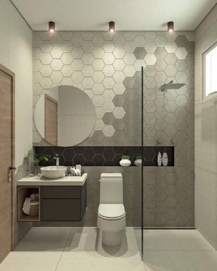 decoração de banheiro clean com revestimento hexagonal cinza Foto Arkpad