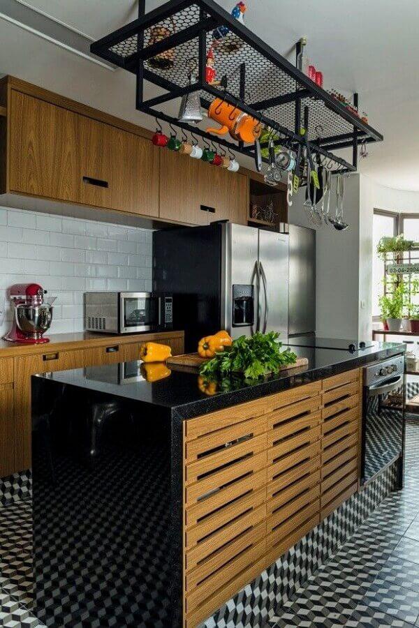 decoração de cozinha com balcão no meio com armário embaixo Foto Pinterest