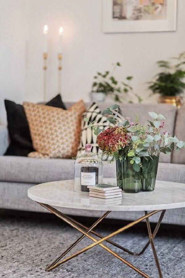 decoração de mesa de centro redonda para sala Foto Apartment Therapy
