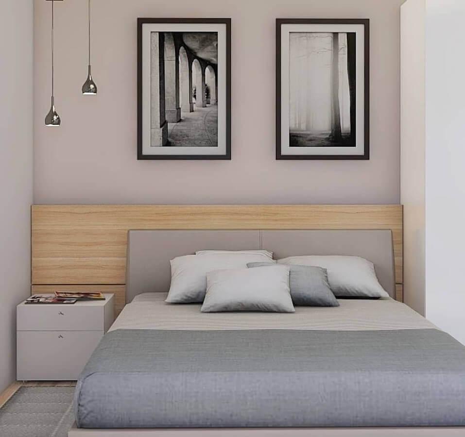 decoração de quarto bege e cinza pequeno com cabeceira de madeira Foto Studio MBS
