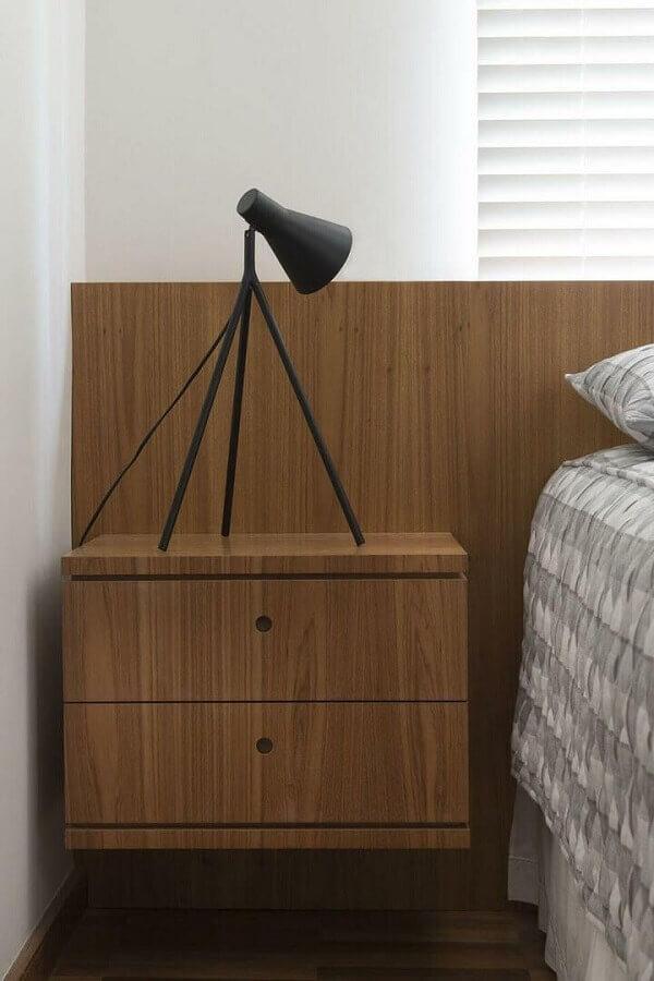 decoração de quarto com cabeceira com criado mudo de madeira suspenso Foto Díptico Design de Interiores