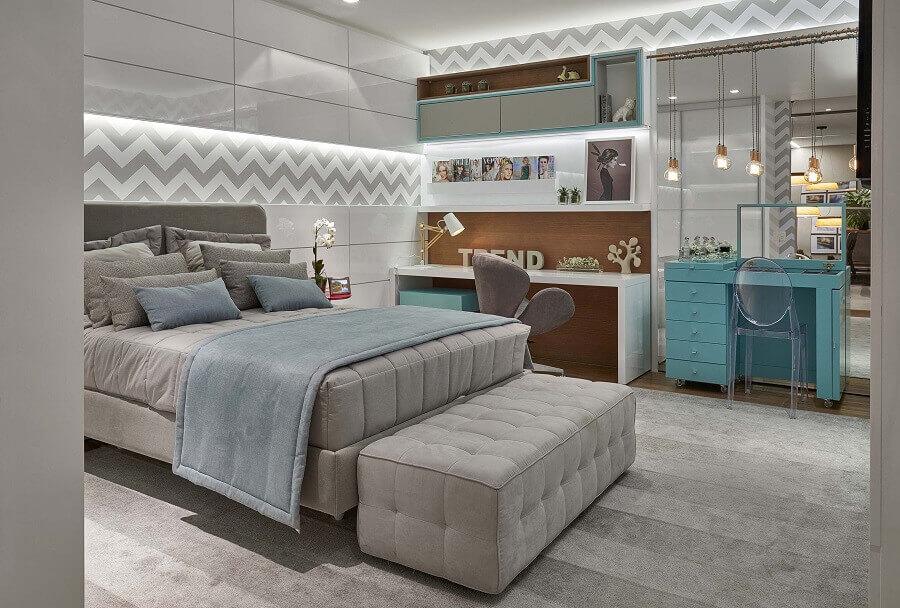 decoração de quarto de mulher cinza e branco com penteadeira azul Foto Pinterest