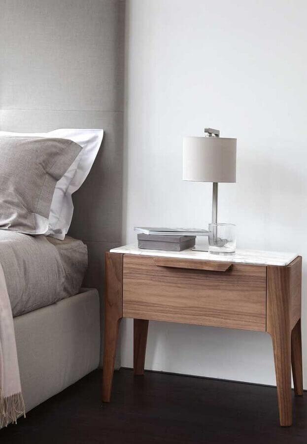 decoração de quarto moderno com criado mudo de madeira com gaveta  Foto Pinterest