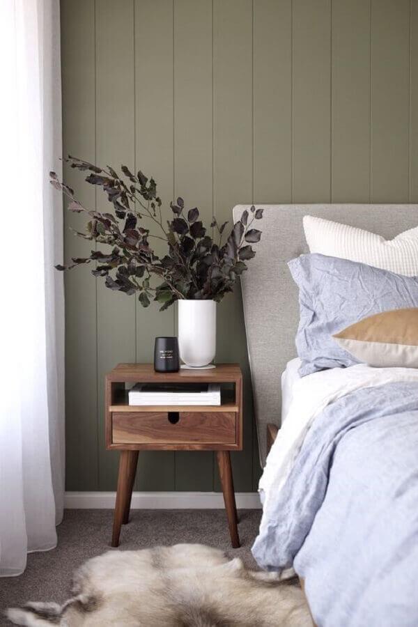 decoração de quarto simples com criado mudo de madeira retrô Foto Style Curator