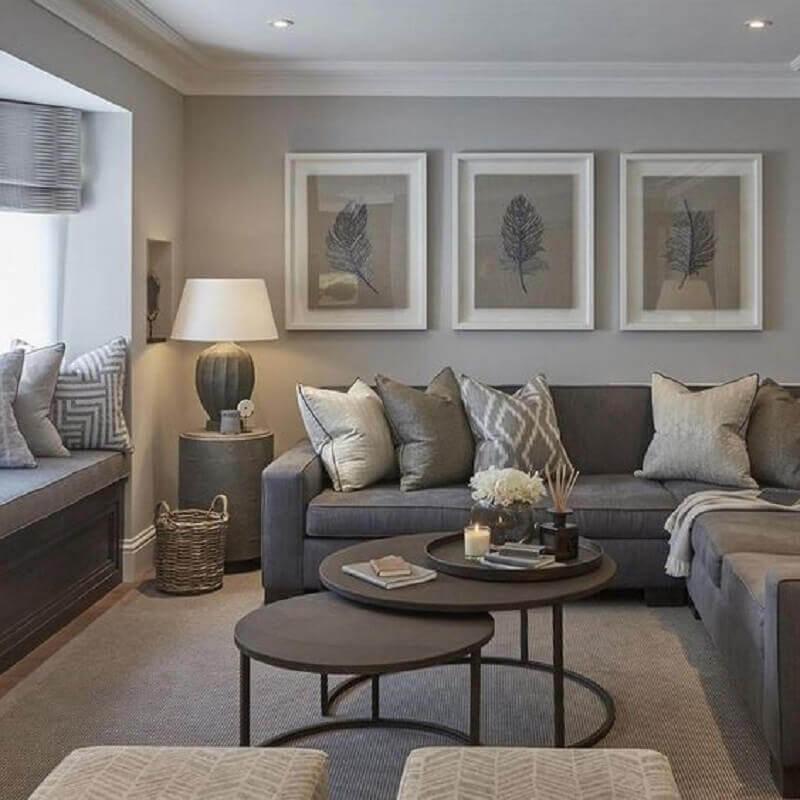 decoração de sala cinza com sofá de canto e mesa de centro redonda preta Foto Contemporary Home Designs