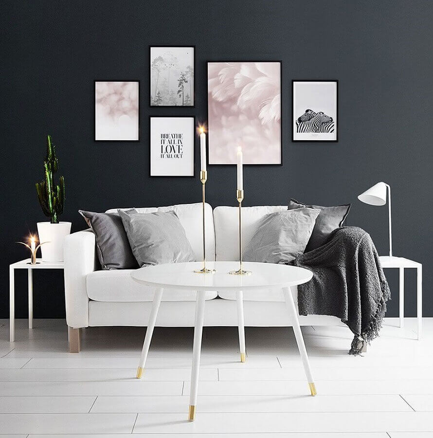 decoração de sala com parede preta e mesa de centro redonda branca Foto Houzz
