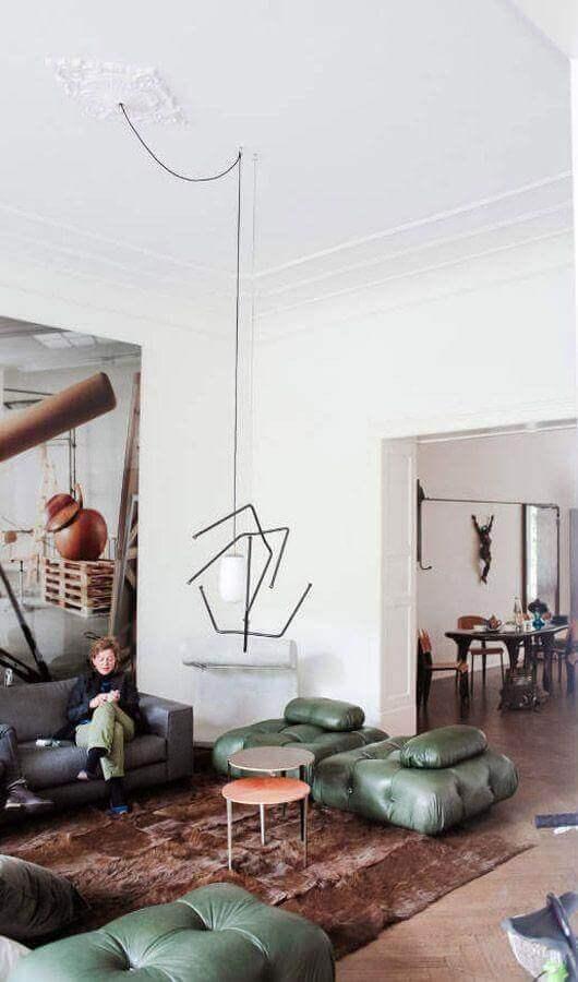 decoração de sala com puff verde moderno e mesa de centro redonda Foto Pinterest