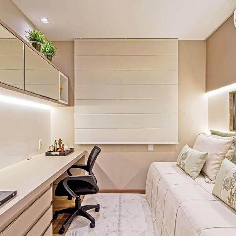 decoração em cores claras com armário aéreo e mesa de escritório para quarto Foto Pinterest
