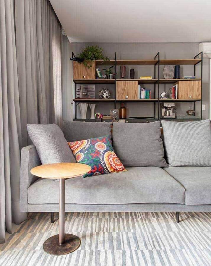 decoração estilo industrial com almofadas para sala com sofá cinza  Foto Iná Arquitetura